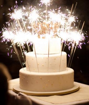 wedding-cake-sparklers